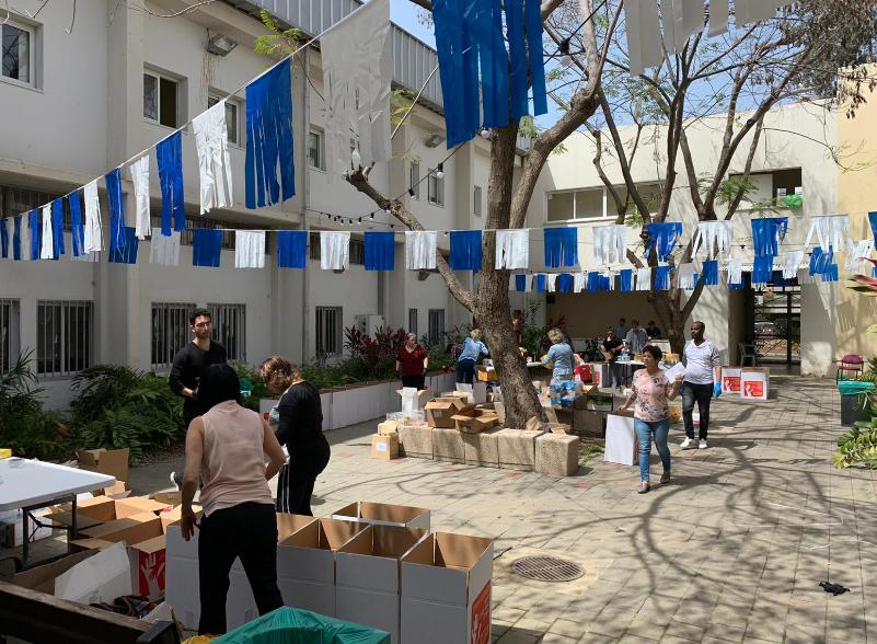 חלוקת מזון לתושבים ברחובות