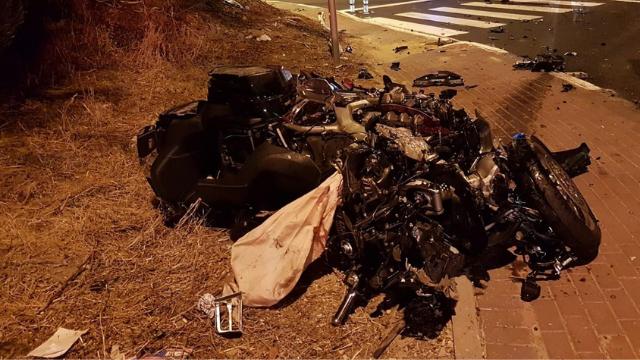 שרידי האופנוע לאחר התאונה