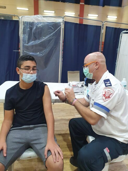 מתחסנים במתחם החיסונים הלילי האחרון