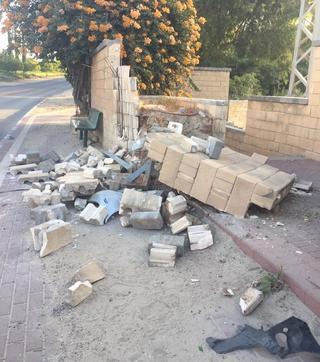 החומה נשברה לחלוטין מהפגיעה
