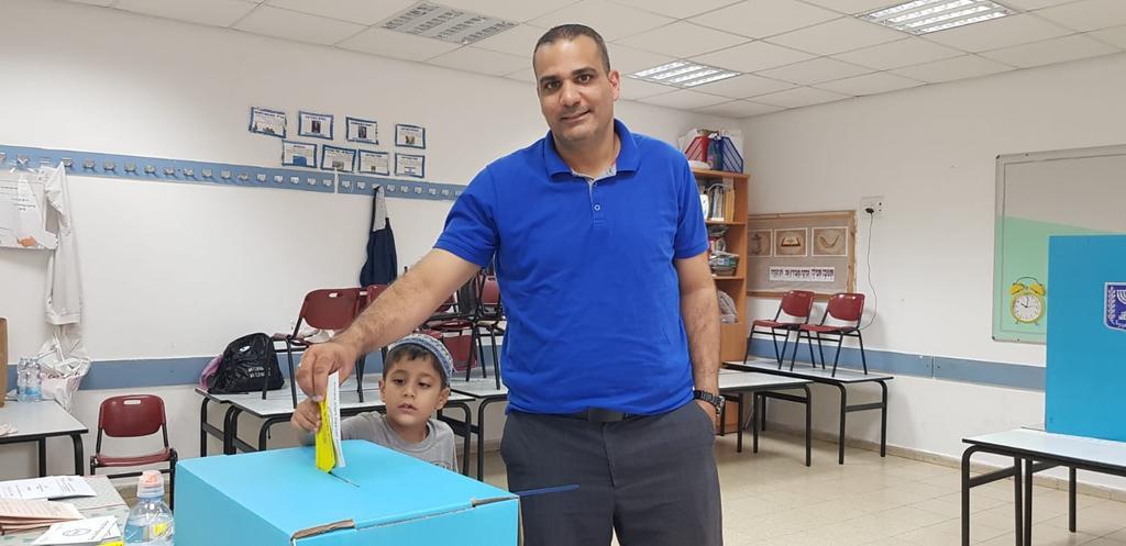 דניאל בר, תושב רחובות והדובר למשרד לביטחון פנים, הגיע להצביע | צילום: פרטי