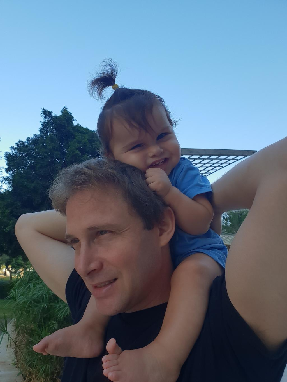 אלון ואביו מידן. הציבור נקרא לעזרה | צילום מהאלבום המשפחתי