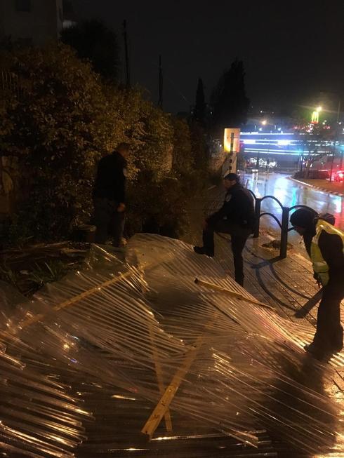 הרוחות העזות גרמו לנזקים  | צילום: דוברות עיריית רחובות