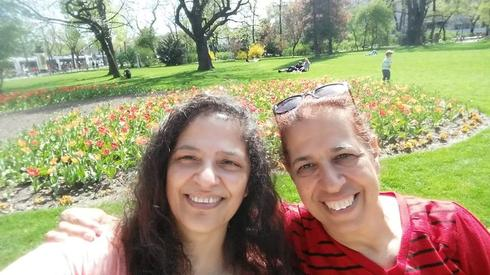 האחיות פרחיה סרוסי ולילי פרג. מישהו ראה אותן? | צילום: עמוד הפייסבוק Missing in Mendoza