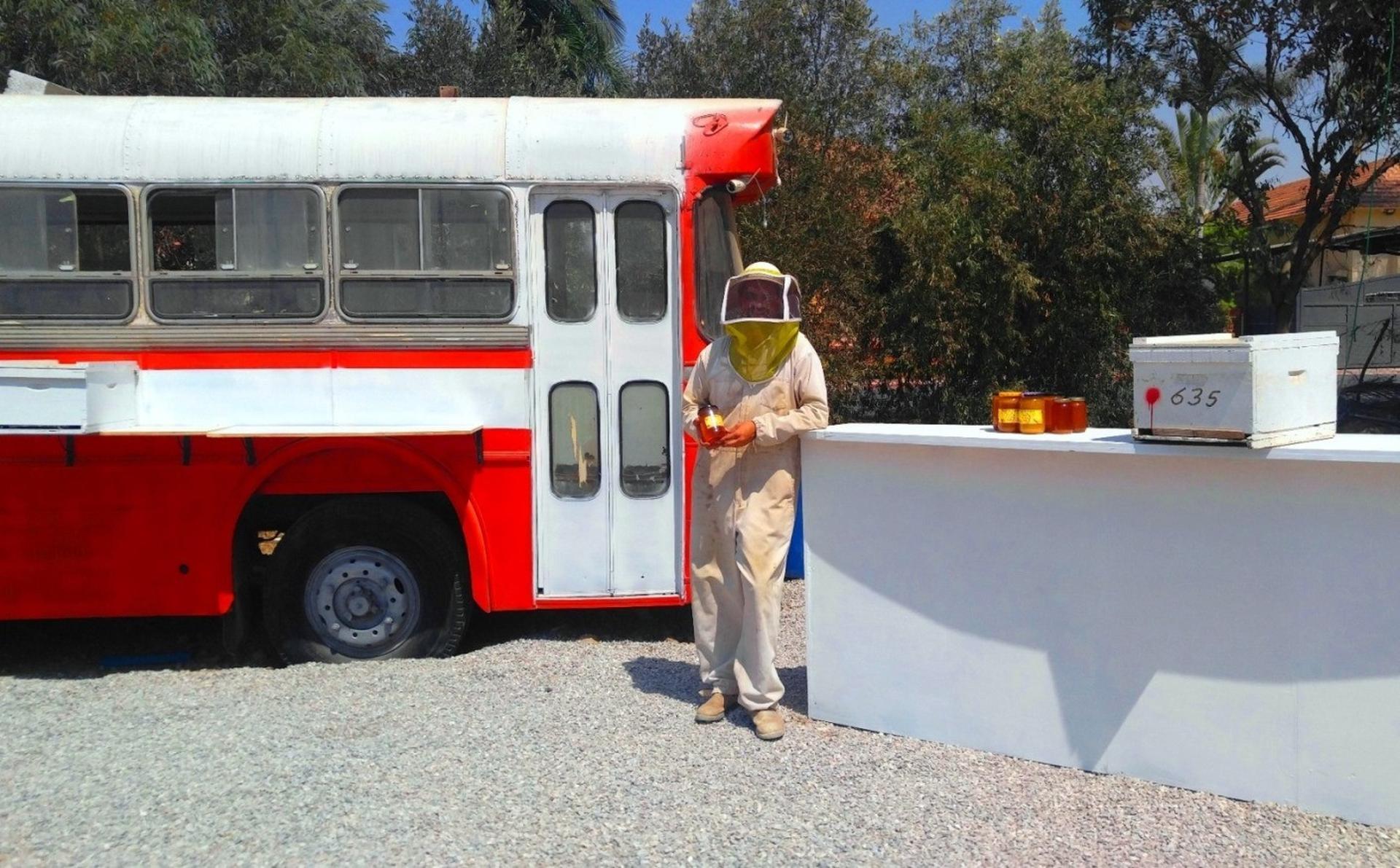 אוטובוס הדבש BEEBAR מכוורת מרדכי גולן מושב גילת. צילום: גל גולן
