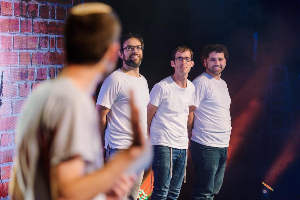 גברים שהשתיקה יפה להם. צילום: דוד שטיין