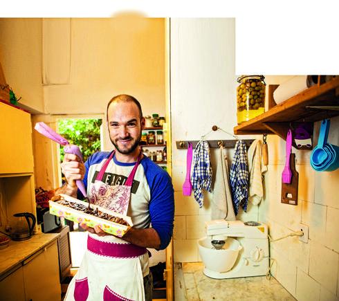 """איתמר גלזר. """"שמרים עם נוטלה הולך טוב. גם עוגות גבינה וחלות""""   צילום: תומי הרפז"""